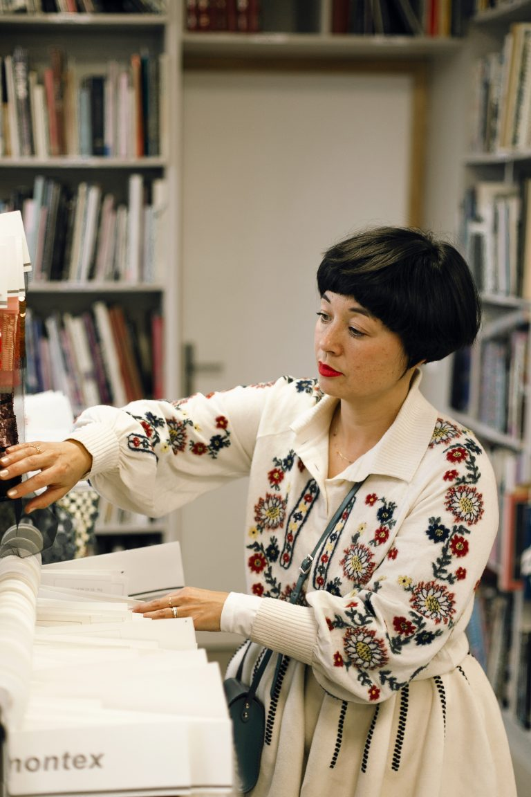 Chanel Métiers d'Art : au cœur de l'Atelier Montex avec Aska  Yamashita